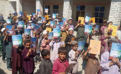 Afghan boys from the Daman district in Afghanistan with Hoopoe books